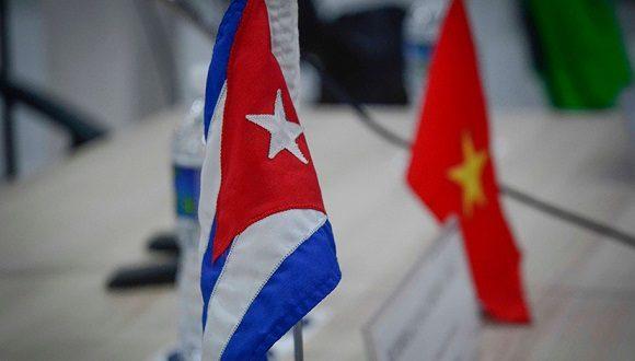 Sostiene Raúl conversación telefónica con el secretario general del Partido Comunista de Vietnam