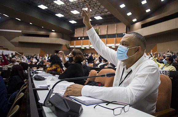 Diputados cubanos aprueban nuevas leyes que fortalecen la institucionalidad del país