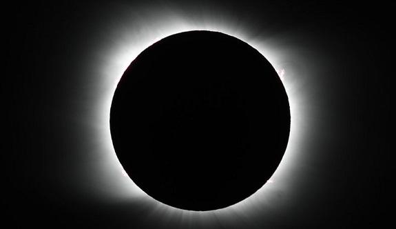 El eclipse total del sol duró aproximadamente dos minutos. Foto: AP.