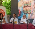 En el encuentro estuvieron Heydi González, musicóloga de la EGREM, Mario Escalona, Director de la EGREM, Armando Escalona, Gerente General de la Agencia Musicalia Artex, a la que pertenece la orquesta insigne de Cuba y Samuel Formell. Foto: Ariel Cecilio Lemus.