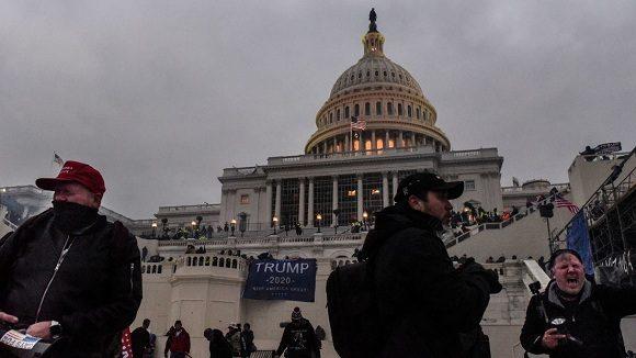 Hallan cerca del Capitolio estadounidense camioneta cargada de explosivos y armas