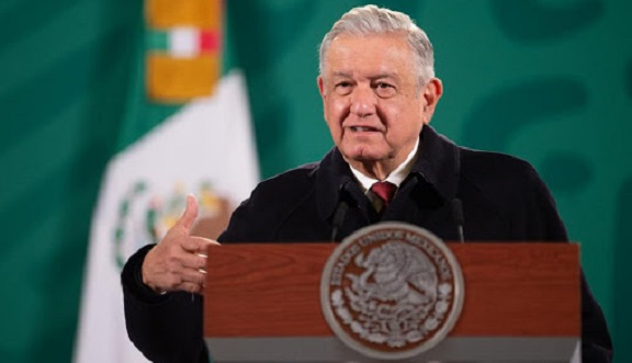 López Obrador dijo que los médicos y enfermeras de Cuba están ayudando a la meta que nos hemos propuesto de salvar vidas. Foto: Maya Comunicación.