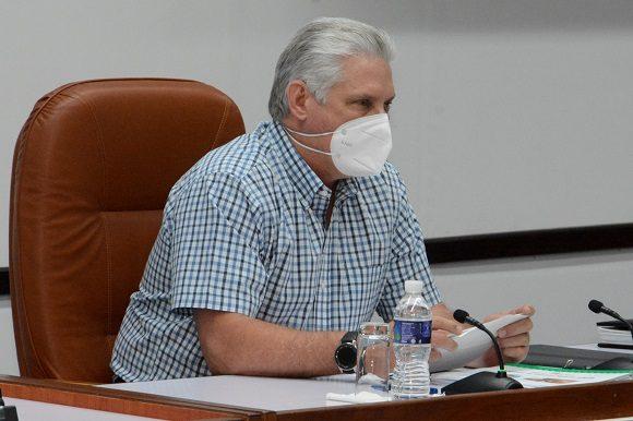"""Díaz-Canel: Juntos vamos a salir de todos los """"líos"""" que marcan el actual escenario del país"""