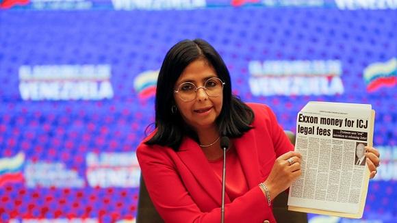 """La vicepresidenta Delcy Rodríguez recordó que el 2020 """"fue también el año del robo de activos, como Citgo y Monómeros"""", por parte de EE.UU. y el exdiputado opositor Juan Guaidó. Foto: Reuters."""