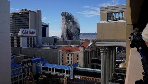 Demuelen el casino Trump Plaza en Atlantic City