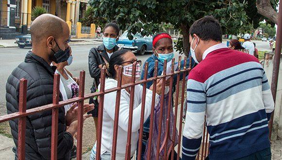 Tocarle Las Puertas Al Trabajo O Por Qué Tantos Cubanos Salen En Busca De Empleo Video Cubadebate
