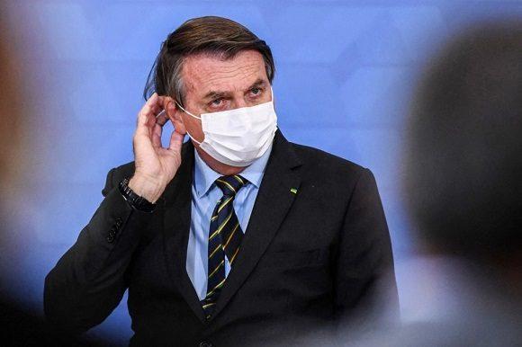 Acorralado, Jair Bolsonaro cambió a seis ministros