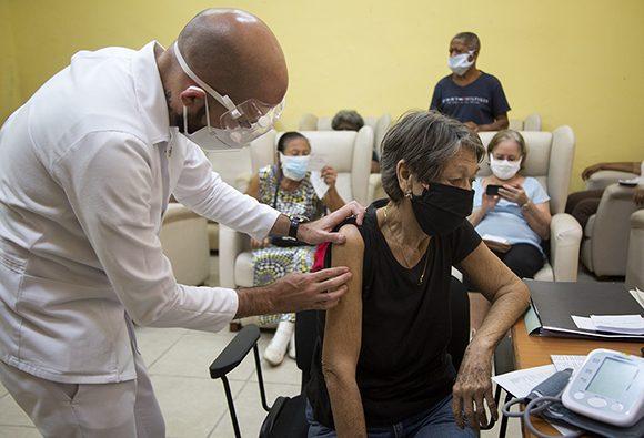 Personas alérgicas al tiomersal serán inmunizadas en Cuba próximamente contra la COVID-19