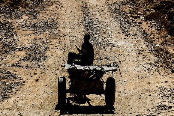 Carretas en el camino del desierto etíope. Foto: Ismael Francisco/ Cubadebate.