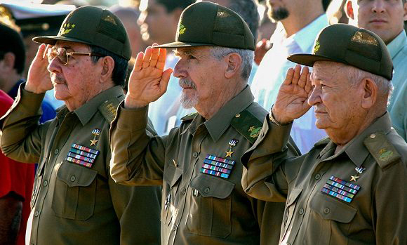Raúl Castro Ruz, Ramiro Valdés Menéndez y Guillermo García Frías, Comandantes de la Revolución Cubana. Foto: Ismael Francisco/ Cubadebate.