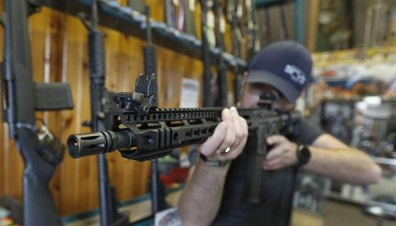 El rifle de asalto ha sido empleado en los asesinatos en masa más violentos de la historia moderna de Estados Unidos. Foto: AFP.