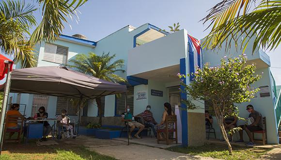 Vacunatorio de Abdala en el Consultorio #17 de Río Verde, Boyeros, La Habana. Foto: Ismael Francisco/ Cubadebate.