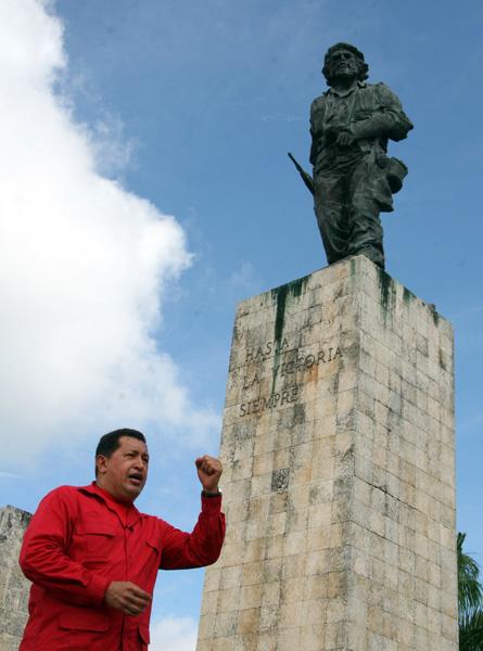En Santa Clara junto al Monumento del Che. Foto: Ismael Francisco/Cubadebate.