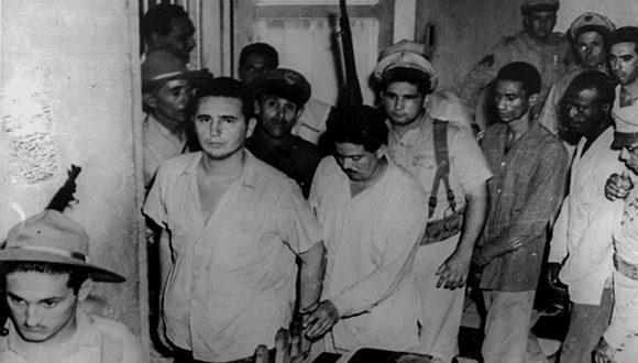 Fidel y otros asaltantes del Cuartel Moncada son hechos prisioneros. Foto: Archivo.