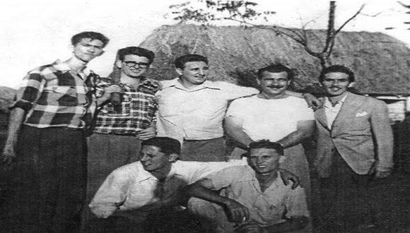 Fidel, Abel y otros jóvenes asaltantes en la Granjita Siboney, previo a las acciones del 26 de julio. Foto: Archivo.