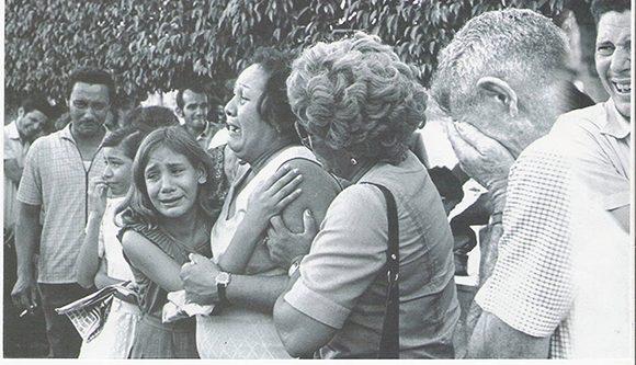 Familiares de las víctimas del sabotaje al avión de Cubana el 6 de octubre de 1976. Foto: Tomada de Internet..