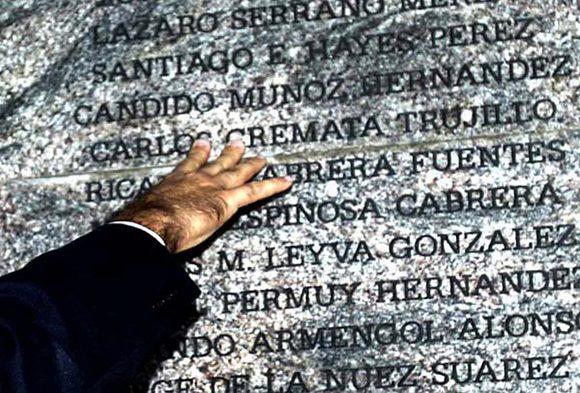 El monumento que recuerda a las víctimas del atentado, en Barbados. Foto: Ismael Francisco/ Cubadebate.