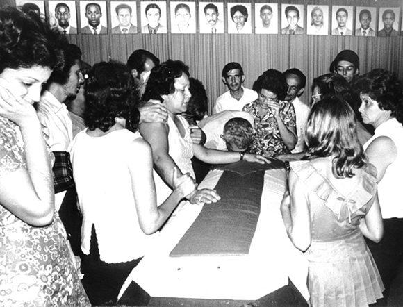 Familiares de las víctimas durante el duelo de despedida. Foto: Archivo.