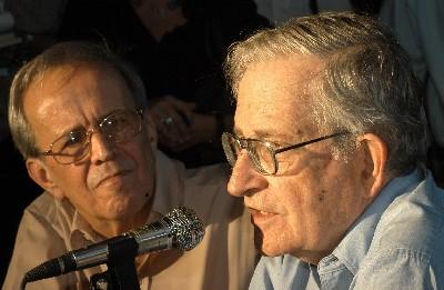 Presentan libro de Chomsky en La Habana: Aznar prefirió lustrar las botas de Bush