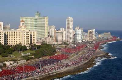 BUSH FASCISTA, TÚ ERES EL TERRORISTA, corearon durante más de seis horas 1 200 000 cubanos