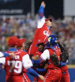 Cubanos logran proeza: entre los cuatro grandes del Clásico Mundial de Beisbol