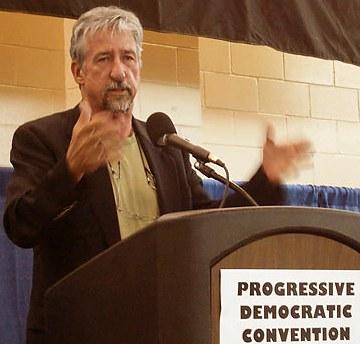 Tom Hayden, líder contra la guerra de EEUU en Vietnam: Bush transita por su Watergate