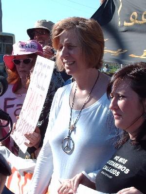 """""""El Congreso debe sacar del poder a Bush, ahora"""", dice Cindy Sheehan desde Guantánamo"""